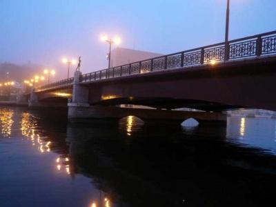 幣前橋の朝